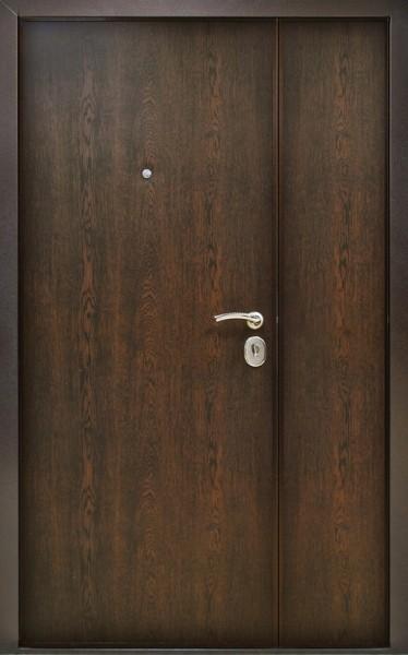 входные двухстворчатые металлические двери в наличии